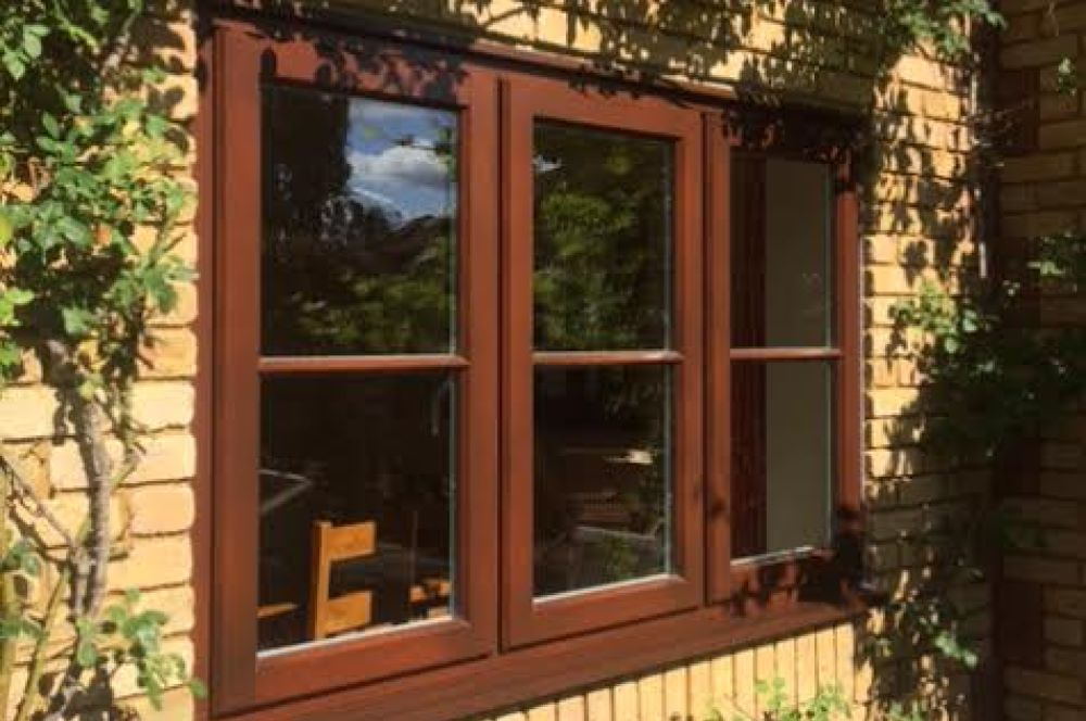 Lipped casement window